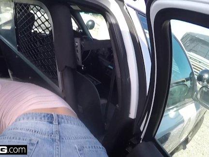 Винт полицейские - озорной толстые белые девушки трахается полицейский