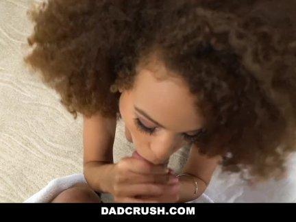 Сесилия Лев трахается ее отчим перед колледжем