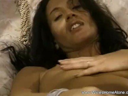 Экзотические брюнетка мама мастурбирует для вы