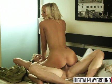 Цифровая игровая площадка - горячая блондинка Биби Джонс - секс Эрик Эверхард