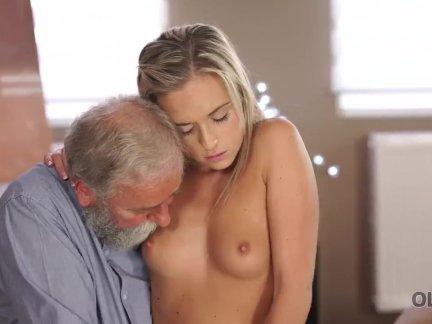 Олдк. красивый старый папа удовлетворяет обаятельный хозяйка по-разному