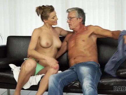 Интереснее. старые и молодые любители практикуют горячий секс в нескольких позициях