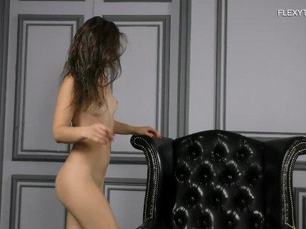 Обнаженная балерина вика ковако! невероятно гибкие позиции