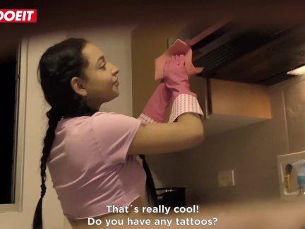 Летсдоеит-колумбийский сквирт горничная матильда рамос очищает сверху
