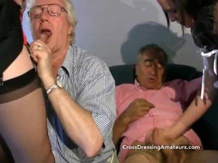 Подросток со старыми мужчинами и зрелый трансвестит