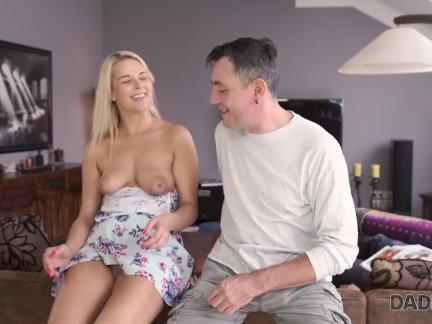 Интереснее. спящий мальчик скучает по сексу красивой подружки и его папы