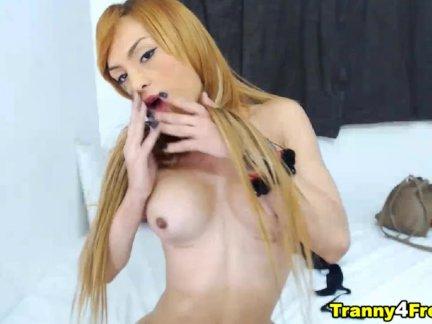 Простой блондинка транссексуал играть ее вкусные член