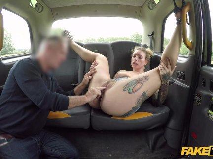 Поддельные такси Ава Остин выпускает ее британский волосатый куст