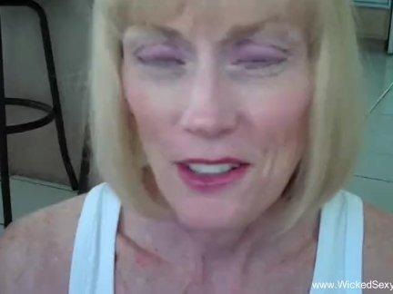 Любительское бабуля трах в ее дом