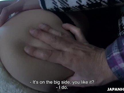 Японская женщина, Маки Ходжо сосет член в машине, без цензуры