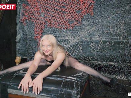 Летсдоеит-русский блондинка анжела видал на ее первый бдсм