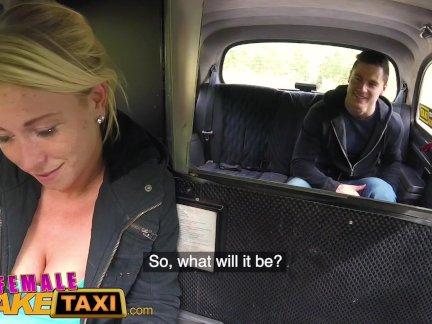 Женский поддельные такси горячая блондинка сосет и трахает чешский член в такси