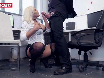 Летсдоеит-застенчивый секретарь киска уничтожили по сотрудник