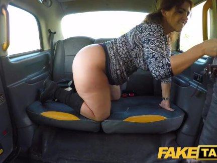 Поддельные такси Большой сексуальный испанский осла отказов, как жесткие киски трахал в кабине