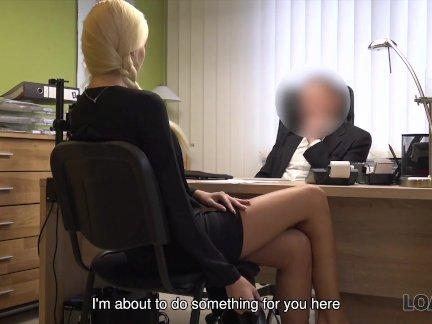 Лоанк. секс кастинг выполняется в кредитном офисе озорным агентом