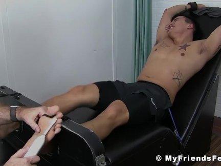 Чернила Джок Тревор рабство и тяжелые ноги щекотки