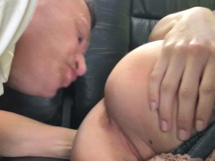 Анна Де Виль, занимаются анальный секс в машине с большим членом