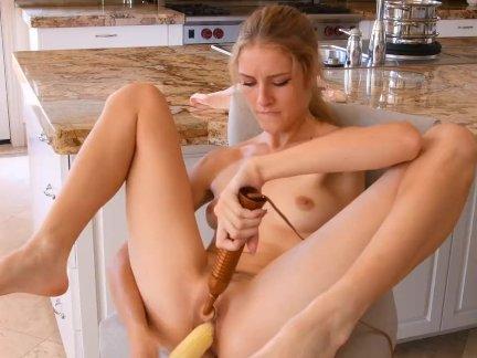 Preciosa anglosajona veggie pussy insertion corn cob 1