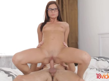 18Videoz – We want her in our classes! But above all we want her in our bedroom! This nerdy girl knows how to ride and gets her praise – a hot cum on her glasses