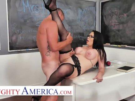 Непослушная Америка - Брук Беретта озабоченный и мокрой для своего студента