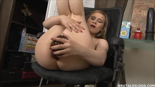 Jenny Lo punishes her ass with brutal dildos