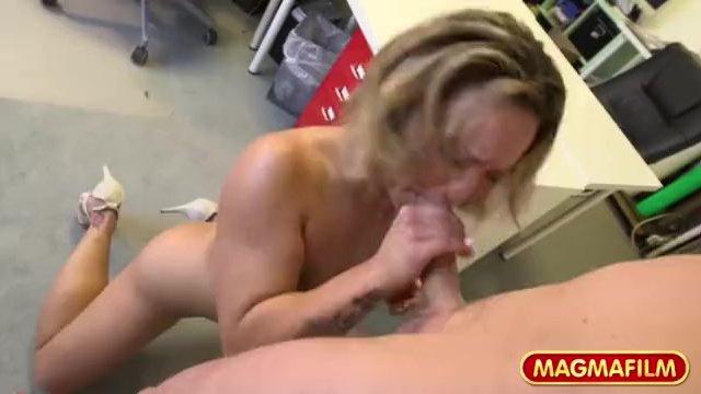 Čierna kancelária sex video
