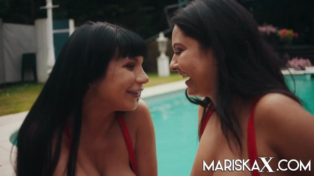 MARISKAX Valentina Ricci and Mariska fucking poolside