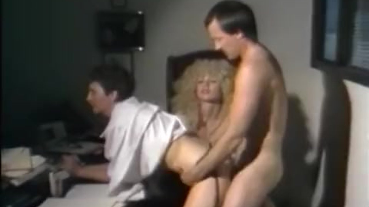 Two hotties suck my hard dick