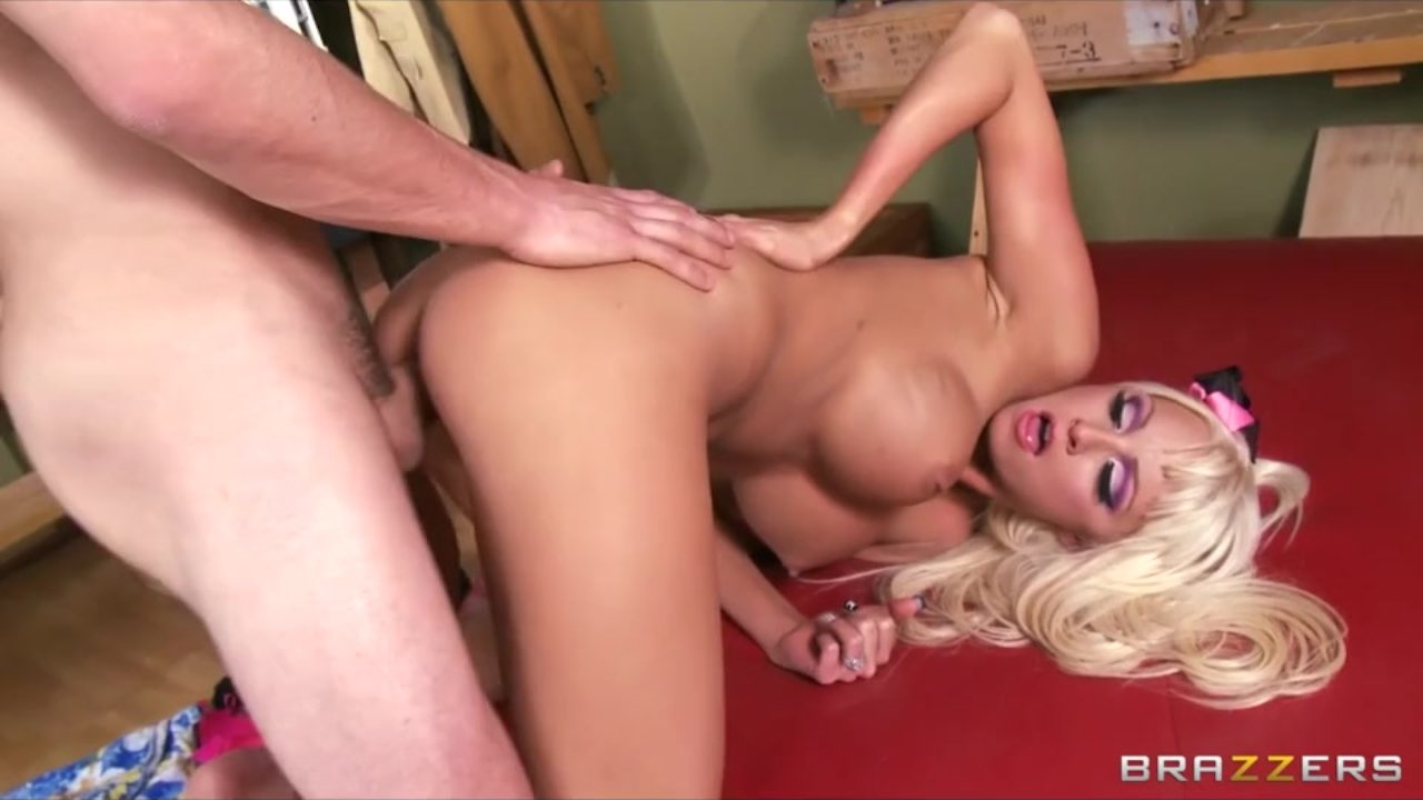 Gorgeous babe with a big ass enjoys kinky sex