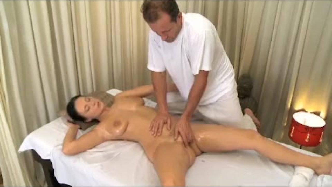 вызвать зрелую женщину домой на массаж