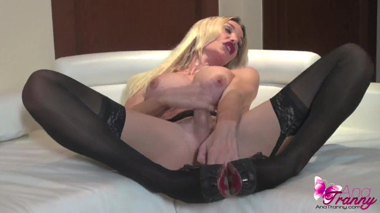 мастурбация транс блондинки в чулках отличие