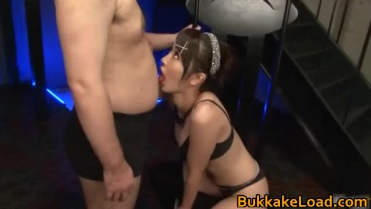 He makes her squirt and cums in her hairy pussy
