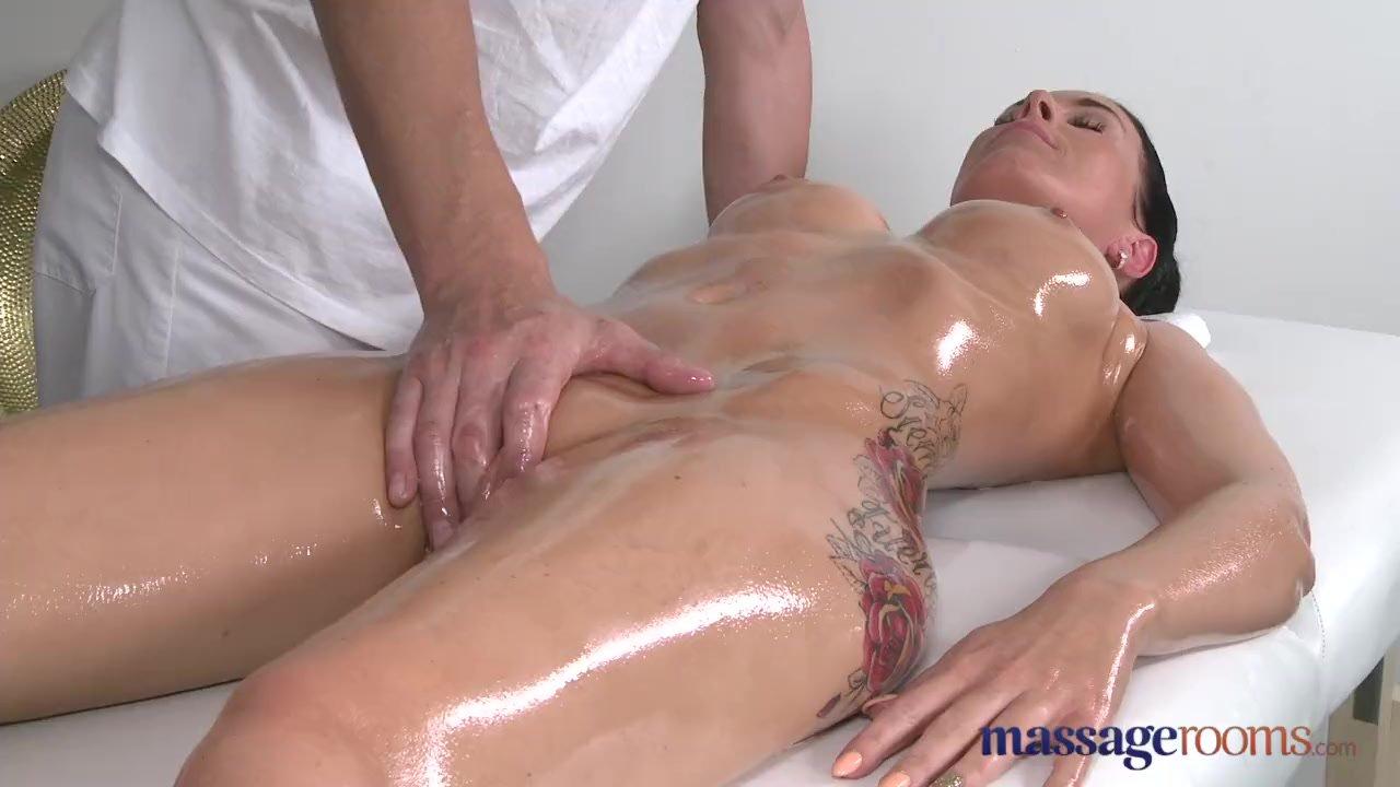 porno-massazhist-vdul-klientke-porno-video-seks-na-prirode-v-mashine