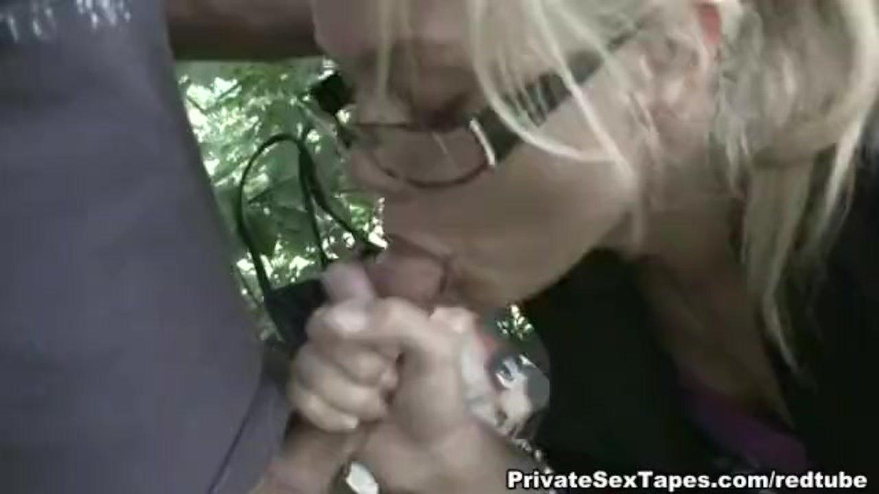 Public blow job & outdoor pussy fingering