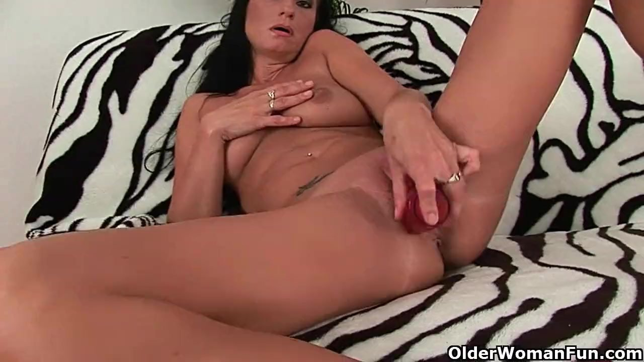 Mom Needs Some Sizzling Solo Sex - Redtube-8587
