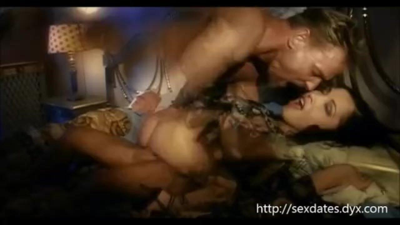 porno-retro-zhena-izmenila-poka-muzh-spal-porno-zhenoy-russkoe