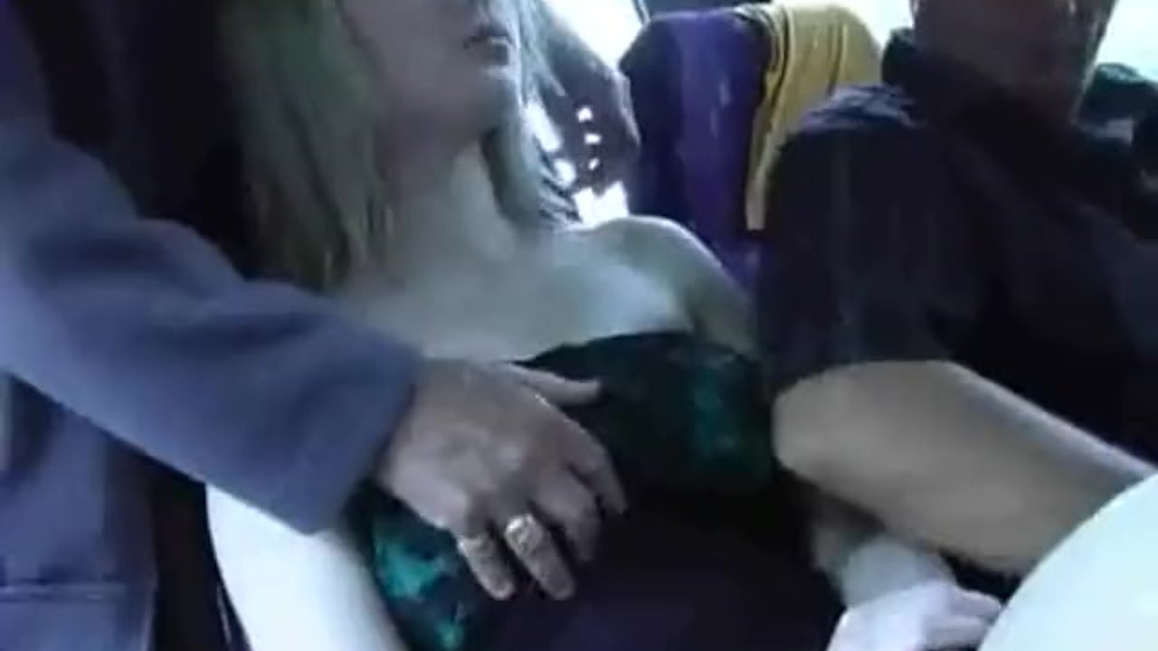 Щупают баб в автобусе