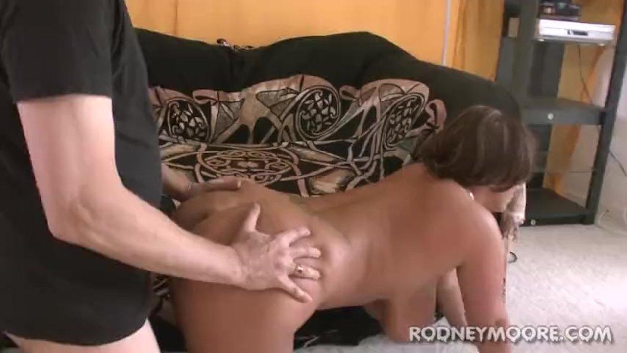 Rodney Moore massaggio porno mozzicone Milf porno