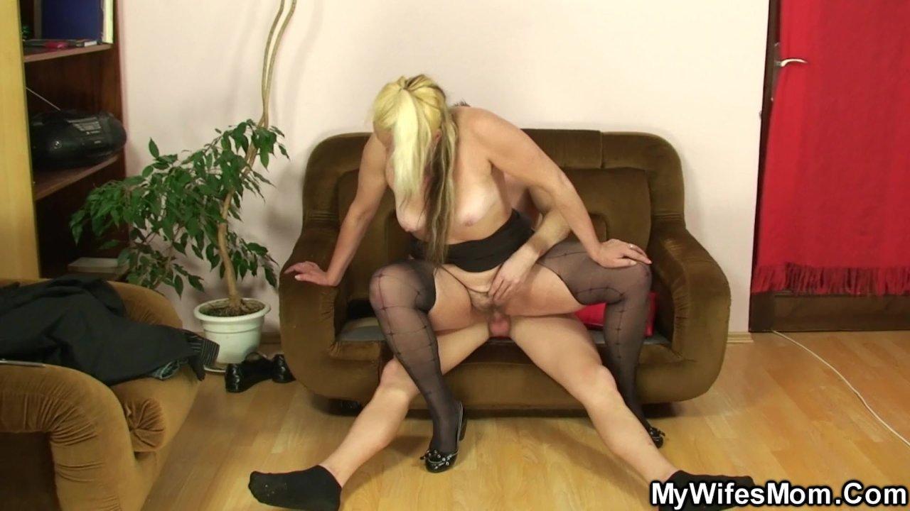 Фото секс с тещей в колготках порно кончил рот