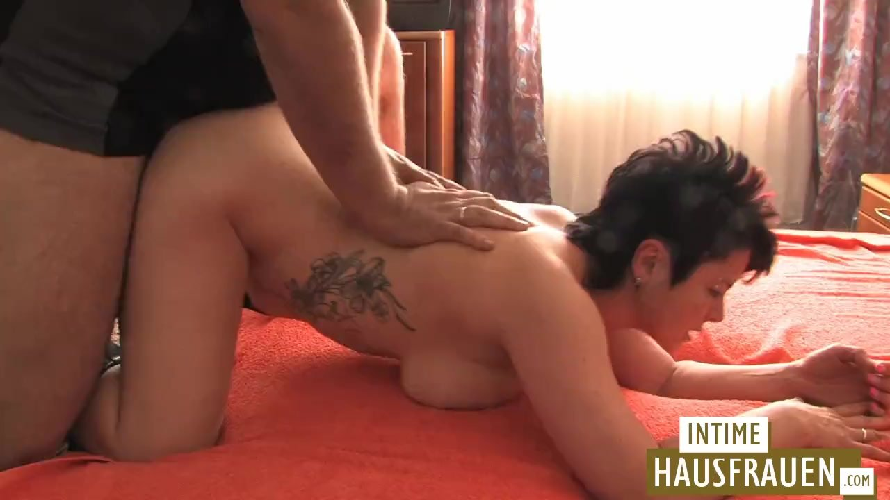Emma Snow quenches her thirst for cum