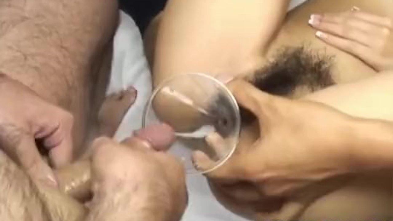Двум подругам пизду через воронку заливают сперму