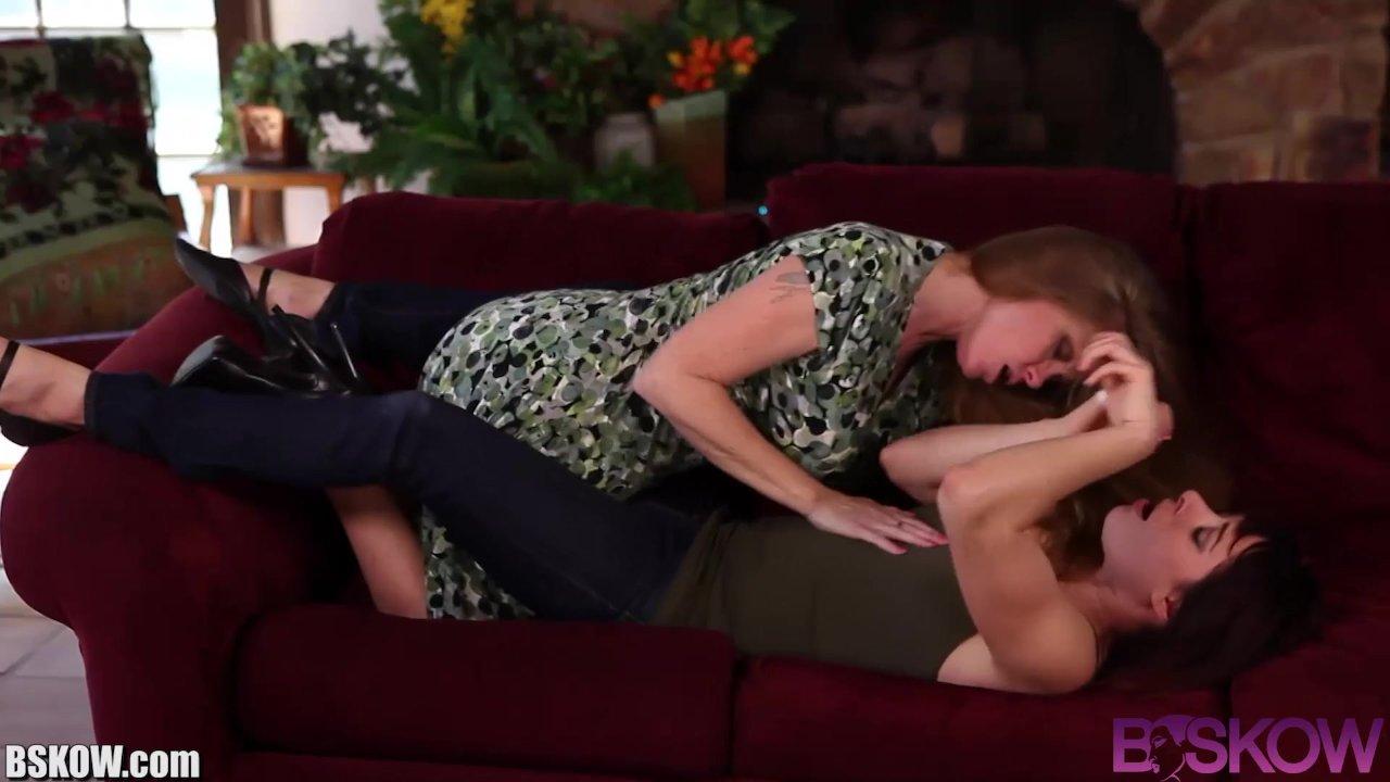 Bskow Lesbian MILF Darla Crane Trib and Lick