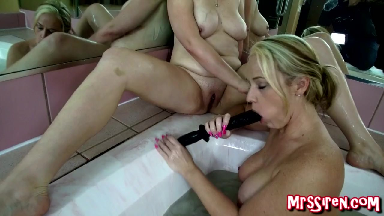Double Fisting Her Ass And Pussy Till She Squirts
