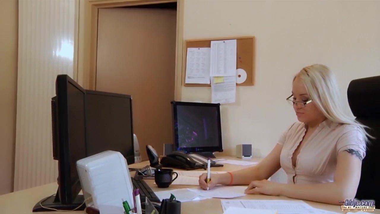 Как ебут русских секретарш на русском языке — pic 9