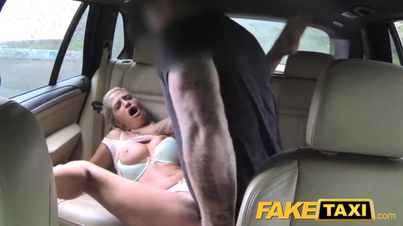 Порно замужние в такси