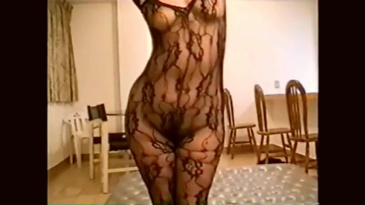 Baila Con Lenceria Porno empinada y bailando con lencería exótica - 19-erotic-1