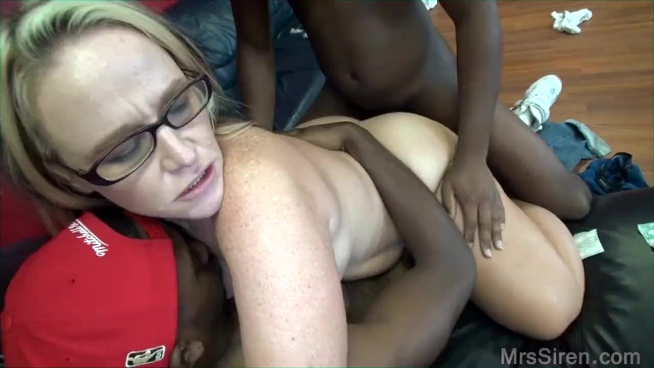 Hot chubby girls fat mouth and pussy is filled with cock