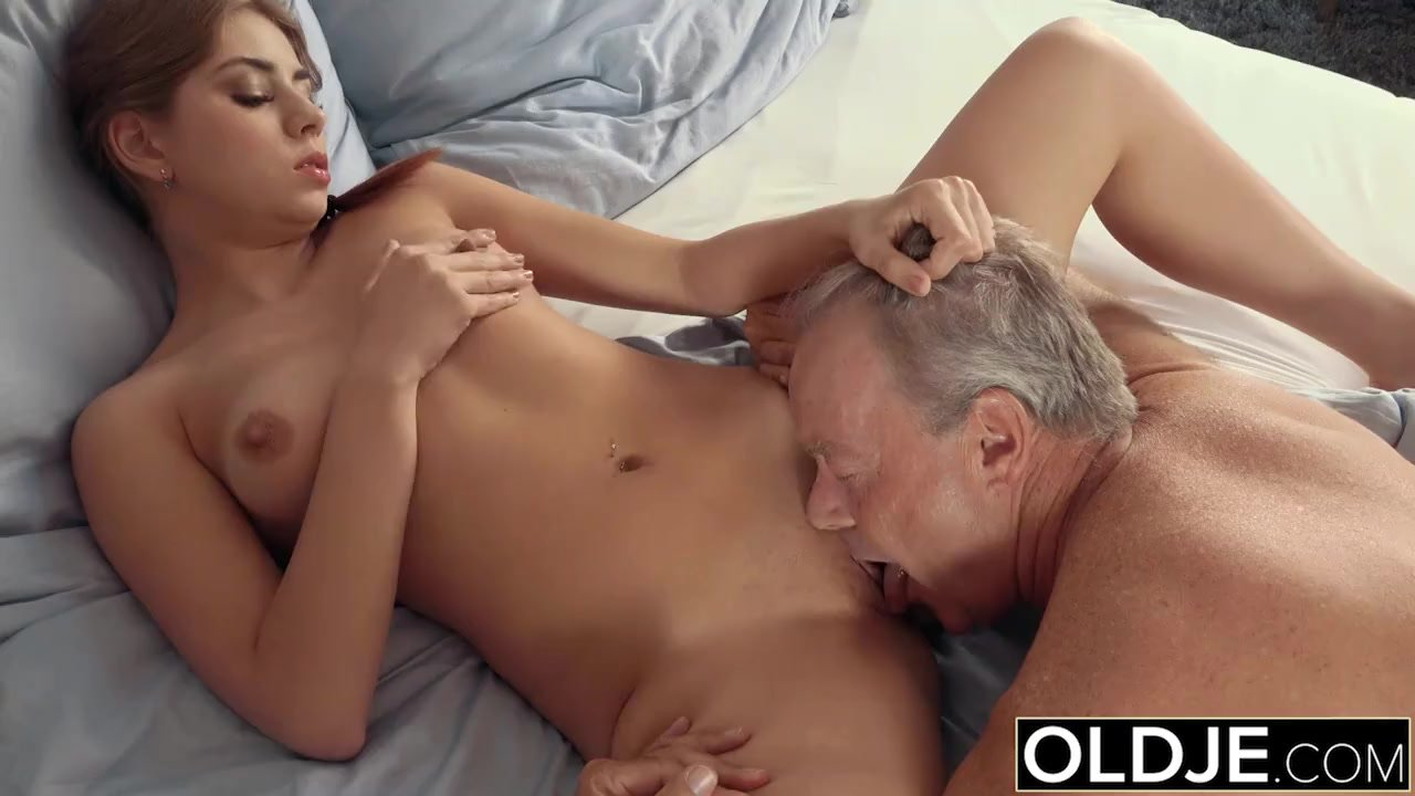 Sexy Teen Lets Dad Finger Her Fuck Her And Swallows His -9616