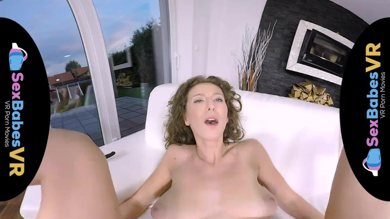 Seductive Chick Wants Her Pussy Fucked