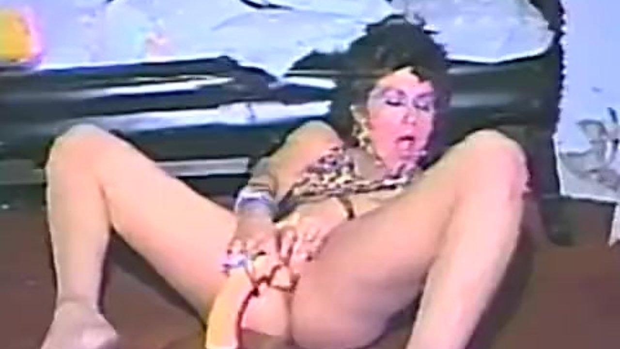 One hot Momma fucks her hairy muff